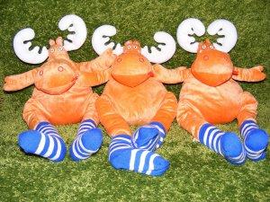 IKEA Adventskalender mit Gutscheinen Chancen - Eine gruppe von teddybären sitzt auf einem gras bewachsenen feld - IKEA