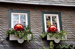 Fenster mit Weihnachtsdekoration aber ohne Mini Weihnachtsbaum