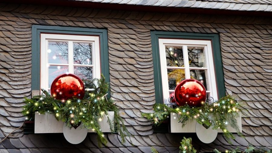 mini weihnachtsbaum als fensterdekoration. Black Bedroom Furniture Sets. Home Design Ideas